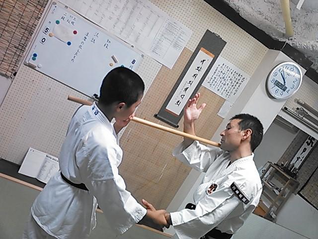▲少林寺拳法の技は力づくではいけません
